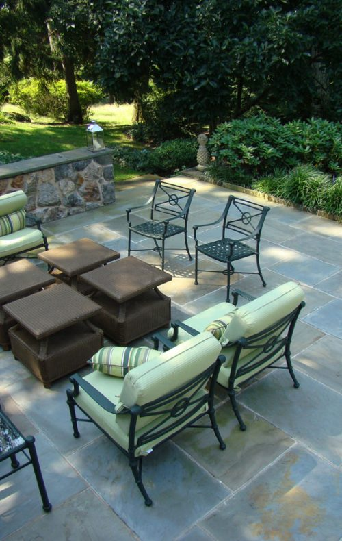 Patio and garden with seating in Sleepy Hollow, NY