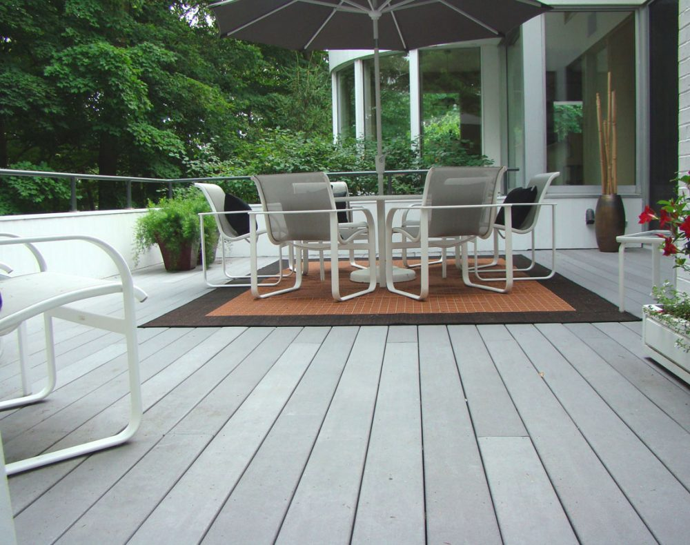 Westchester deck with planter boxes